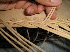 OPLET DNA MIRAHELKA – pletynek – album na Rajčeti Recycle Newspaper, Newspaper Basket, Weaving Designs, Weaving Patterns, Pine Needle Baskets, Paper Wall Art, Paper Weaving, Paper Crafts, Diy Crafts