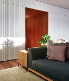 Living Room Photo 3 of 25 in AML Apartment by David Ito Arquitetura Living Room Photos, Living Room Modern, Wooden Partitions, Sala Grande, Famous Interior Designers, David, White Paneling, Furniture Layout, Ceiling Design