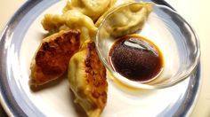 Potsticker dumpligs aka: Chinese Zhao Ji, Japanese Gyoza, Korean Mandu, American Peking Ravioli   #homecooking  #dumplings