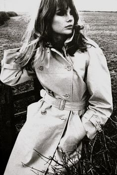 Jean Shrimpton wearing a Burberry trench 1966