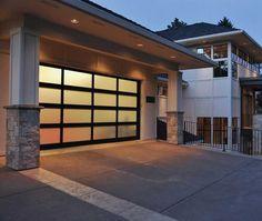 La porte de garage sectionnelle design n'est pas la seule type de porte que l'on vous propose. Il y a la porte de garage coulissante, enroulable et latérale