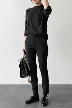 Find Fashion Friday - November 11, 2016 : femalefashionadvice Women's All Black Fashion, Black Aesthetic Fashion, Boyish Fashion, Fashion Moda, Tomboy Fashion, Monochrome Fashion, Butch Fashion, Androgynous Clothing, Androgynous Fashion Women