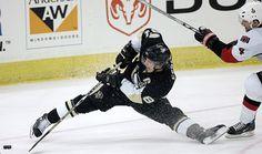 Sydney Crosby - Penguins only non-bhawk i love :) Pens Hockey, Hockey Games, Ice Hockey, Hockey Stuff, Pittsburgh Sports, Pittsburgh Penguins Hockey, Sidney Crosby, Lets Go Pens, Sport