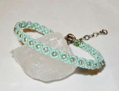 Armband - hellblau - Macrame - Glasperlen -Glitzer von Sunnseitn Kunsthandwerk auf DaWanda.com