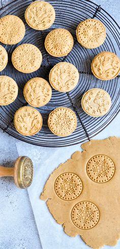 Gingerbread Sablé Christmas Cookies | eatlittlebird.com