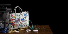 Anya Hindmarch agregó  The Spring Summer 2015 Campaign. Inspired by the stickers that were Anya's schoolgirl version of personalisation, the bold graphics we've used in our Spring Summer 2015 collection are a celebration of individuality