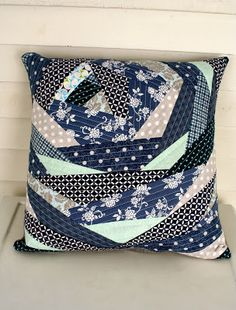 Bloomin' quilted pillow qayg ~therunningstitch