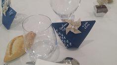 #Wedding#Origami Réalisation de petit sachet de dragées en origami. Pour tenir le sachet nous avons rajouter des petites pinces à linge disponible dans tout les magasins de décoration.