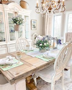 . #mothersday #mothersdaygift #giftideas #tablesetting #tabledecor #homedecor #tablestyling Spring Home, Autumn Home, French Cottage Decor, Balsam Hill, Summer Kitchen, French Farmhouse, Home Remodeling, Family Room, Dining Table
