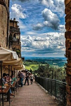 San Gimignano, Tuscany Oh to be back sitting at one of these tables sipping on wine. Italy Vacation, Vacation Spots, Italy Travel, Vacation Meme, Italy Trip, Siena Italy, Tuscany Italy, Sorrento Italy, Italy Italy