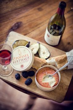 Epoisses de Bourgogne (apparently referred to as the 'king of cheeses') Antipasto, Epoisses, Tapas, Charcuterie Plate, Wine Tasting Events, Cheese Pairings, Cheese Platters, Wine Cheese, In Vino Veritas