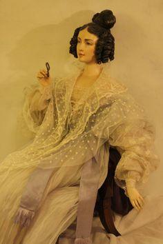 Юлия Сочилина - художник, мастер художественной куклы, член ТСХР. Юлия начала создавать кукол еще в детстве. Сначала увлекалась рисованием бумажных кукол, затем…