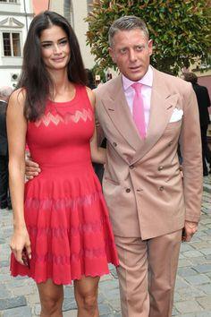 Fiat Heir Lapo Elkann Is Reportedly Engaged to Girlfriend Shermine Shahrivar Stylish Men Over 50, Stylish Couple, Adele, Cute Girlfriend Quotes, Lapo Elkann, German Wedding, Linen Suit, Fashion Couple, Vestidos