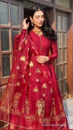 Indian Gowns Dresses, Pakistani Dresses, Indian Outfits, Pakistani Lehenga, Party Wear Kurtis, Party Wear Lehenga, Dress Party, Lehenga Style, Silk Lehenga