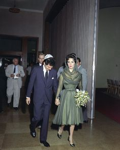 Eddie Fisher and Elizabeth Taylor, are shown after posing for press after their marriage, May 12, 1959, Las Vegas.