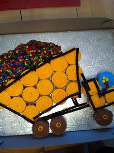 Dump Truck Cupcakes, Truck Cakes, Kid Cupcakes, Birthday Cupcakes, Pull Apart Cupcake Cake, Pull Apart Cake, Construction Cupcakes, Construction Birthday, Cupcake Torte