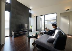 Individual Contrast | 注文住宅なら建築設計事務所 フリーダムアーキテクツデザイン Tv Wall Design, Living Styles, Contrast, Living Room, Architecture, Interior, Table, House, Furniture