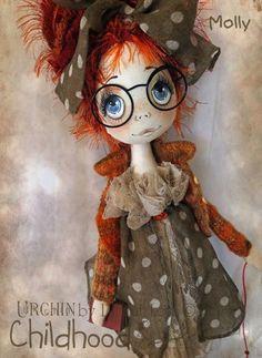 Boneca de pano com óculos