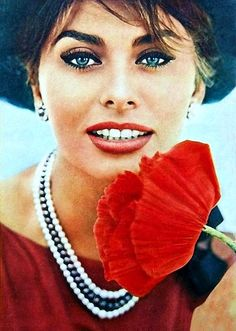 """The photo """"Sophia Loren"""" has been viewed 322 times. Hollywood Glamour, Classic Hollywood, Old Hollywood, Carlo Ponti, Classic Beauty, Timeless Beauty, Sophia Loren Images, Old Movie Stars, Italian Actress"""
