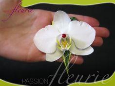 Simple et raffinée, l'orchidée s'accorde parfaitement  avec différents style de bouquets de mariée.