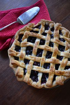 Blueberry and Lemon Pie with a homemade lattice crust Fudge Pie, Delicious Desserts, Yummy Food, Good Pie, Best Brownies, Sweet Pie, Love Food, Blueberry, Sweet Tooth