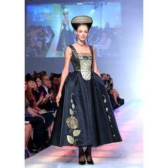 #runway #couture #art #dress#photography #JenkasFashion  #Russian #Luzhina #kokoshnik #renaissance #newyerkcouturefashionweek