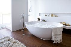 modern bathroom with free standing tub | Free Standing Bathtubs