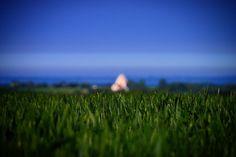 Med Kærum Kirke i baggrunden på en af årets allerførste sommerdage #tv2vejret #fyn #nature #visitdenmark #naturelovers #natur #denmark #danmark #dänemark #landscape #nofilter #assens #mitassens #opdagdanmark #fynerfin #assensnatur #vielskernaturen #visitassens #instapic #sea #sonnenschein #picoftheday #morning #sommer #june #church