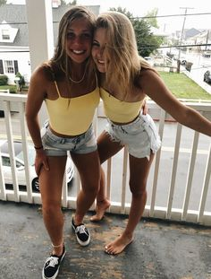 Cute Friend Pictures, Best Friend Pictures, Cute Pictures, Bff Pics, Mini Short, Summer Outfits, Cute Outfits, Pic Pose, Friend Poses