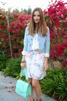 Love this combination! @Mara Ferreira looks so chic with her #brahmin and #floral patterned shirt dress