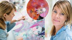 """Färg och mönsterglädje utmärker Karolina Palmérs tavlor. – De som köper min konst har ofta ljusa hem som behöver en """"färgklick"""", säger Karolina Palmér."""