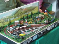 One of the nicer n-gauge suitcase layouts that I've seen.