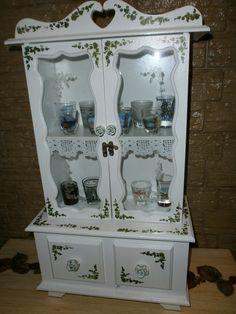 Mini cristaleira com gavetas