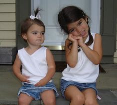 Dixie and Charli hanging on the stoop. Sister Pictures, Cute Poses For Pictures, Beautiful Girl Image, The Most Beautiful Girl, Girl Celebrities, Celebs, Elissa, Perfect Sisters, Tumbrl Girls