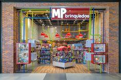 MP Brinquedos - Estúdio Jacarandá Kids Store, Toy Store, Shop Lego, Gaming Station, Industrial Loft, Facade Design, Toys Shop, Retail Design, Store Design