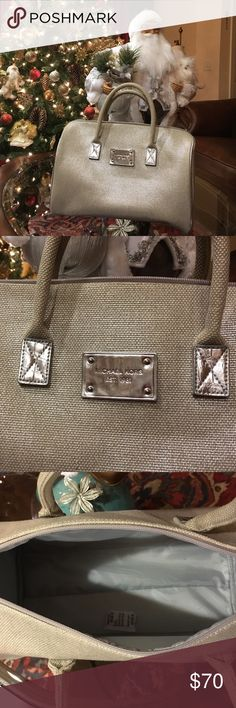 %100 authentic Micheal Kors purse.🌺 Worn once. In great condition🌺 Michael Kors Bags Satchels