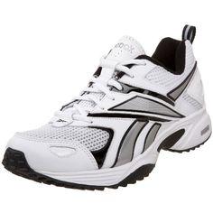 Estes zapatos de tenis es blanco, nergro, y gris.  Llevo este en el colegio.