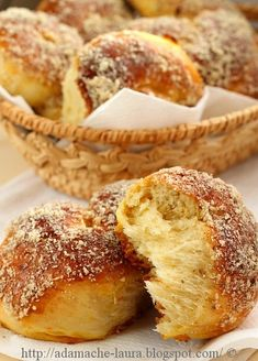Mucenici moldovenesti- sectiune Cake Recipes, Dessert Recipes, Desserts, Easter Recipes, Easter Food, Romanian Food, Pastry And Bakery, Challah, Food Cakes