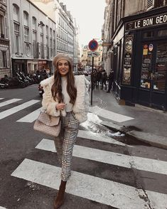 47 Stunning Parisian Street Style Trends 2018 Ideas People have many stereotypes. Especially towards the other nations. Some of them are not merely stereotypes but the very truth, … Street Style Trends, Street Styles, Beret Street Style, Looks Street Style, Paris Outfits, Fashion Outfits, Fashion Trends, Style Fashion, Fashion Ideas
