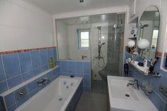 Bathroom with steam shower/Sauna in the back, Badezimmer mit Dampfbad