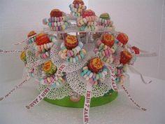Candy flowers made of lollies Kids Birthday Treats, Kids Party Treats, Kid Party Favors, Snacks Für Party, Birthday Parties, Candy Trees, Candy Flowers, School Cake, School Treats