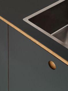 Reform Basis 01 Linoleum kitchen design on IKEA elements. Linoleum fronts in colour 'Pewter' with handles and edges in oak Cupboard Handles, Kitchen Handles, Linolium, Bar Berlin, Birch Ply, Küchen Design, Sustainable Design, Kids House, Scandinavian Design
