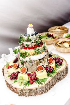 It was a vintage country wedding for this cool couple - hochzeitsdekoration - Wedding Cakes Diy Wedding Food, Wedding Reception Food, Wedding Catering, Wedding Themes, Wedding Decorations, Wedding Ideas, Catering Logo, Fruit Wedding, Budget Wedding