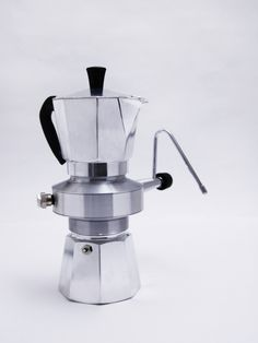 "This is inherited from the moka pot, also known as a macchinetta (literally ""small machine"") or ""Italian coffee pot"", a stove top coffee maker which produces coffee by passing hot water pressurized. Coffee Menu, Coffee Brewer, Coffee Type, Great Coffee, Hot Coffee, Coffee Drinks, Coffee Cozy, Coffee Vodka, Coffee Punch"
