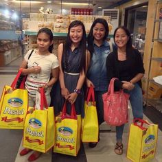 The gorgeous ladies happily shopping for their #VjandepPasalubongs. Glad to know you guys really love our pastels. :)