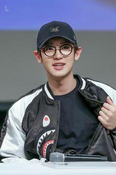 Chanyeol in glasses is a smart af geek ♥♥ Kyungsoo, Chanyeol Cute, Park Chanyeol Exo, Exo K, Kyung Hee, Korea, Chanbaek, Chansoo, Exo Members
