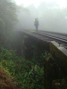 Ferrovia que liga Lidice a Angra dos Reis.