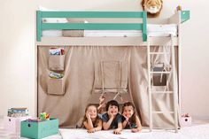 Litera con zona de juegos bajo la cam : Dormitorios infantiles de estilo moderno de Sofás Camas Cruces