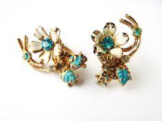 1940s Vintage Floral Aqua Rhinestone Earrings #jewellery #jewelry #40s #lemonkitscharms