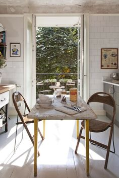 Décor de Provence: the essentials can't be bought: French doors to a leafy space